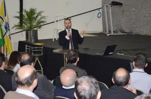Victor Galvão durante a palestra no Centro de Eventos. Foto: Divulgação