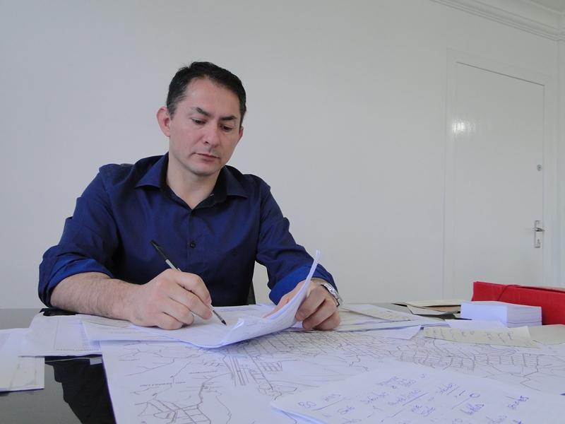 Vice-prefeito – na ocasião prefeito em exercício, Luís Fernando Reis de Camargo.