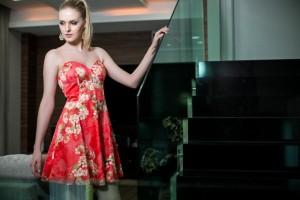 Os vestidos são da marca mineira Patchoulee (exclusividade Kenusa). A modelo é Tassia Maraschin.O fotógrafo é Adriano Oening.