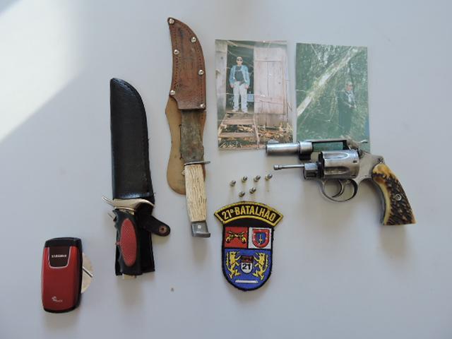 Arma e munições apreendidas. Foto: Evandro Artuzi