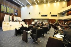 Assembleia aprovou projetos, visando aliviar as contas do Governo. Foto:Alep