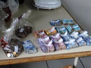Dinheiro apreendido pela polícia. Foto: PM