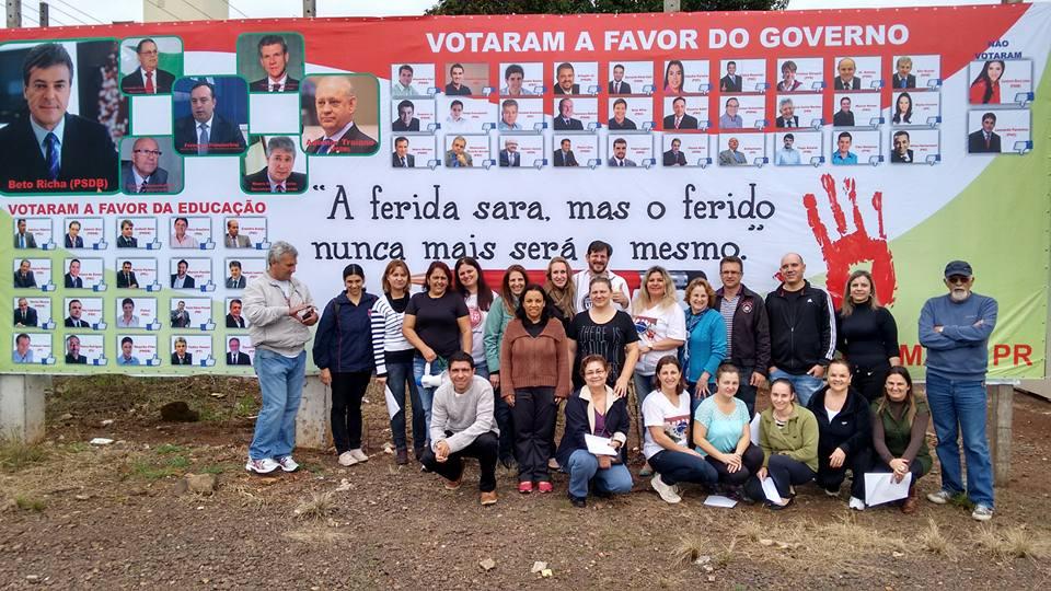 Professores de Palmas manifestando-se contra o governador e deputados da base aliada