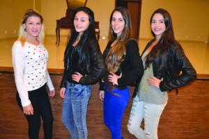 Candidatas a Miss teenager 2015: Thainara de Oliveira, Maiara Wischenfelder, Brenda Lee Frigo e Loiris Caroline Borges de Souza.