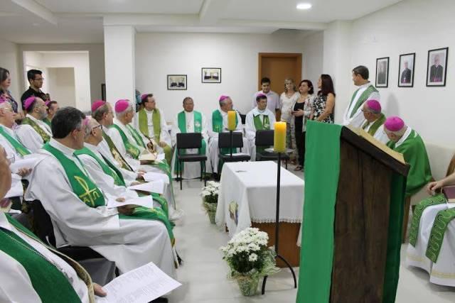 Arcebispos e bispos e alguns sacerdotes acompanharam a celebração. Foto de divulgação