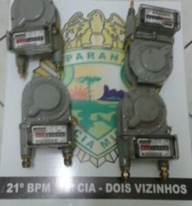Medidores de gás que haviam sido furtados. Foto: Polícia Militar