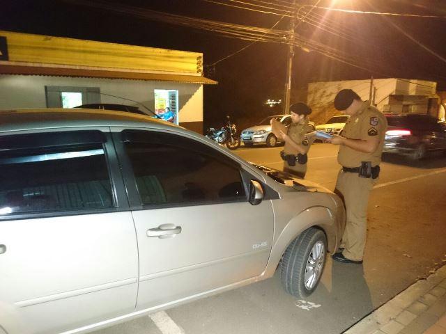 Carro foi apreendido pela Polícia Militar. Foto: Gelson Corazza/Rede Massa