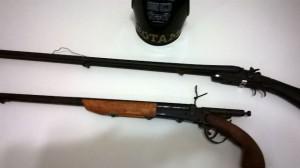 Armas encontradas em bar durante abordagem de rotina. Foto: Polícia Militar