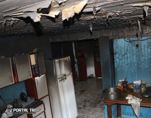 Casa teve a estrutura parcialmente destruída. Foto: Portal TRI