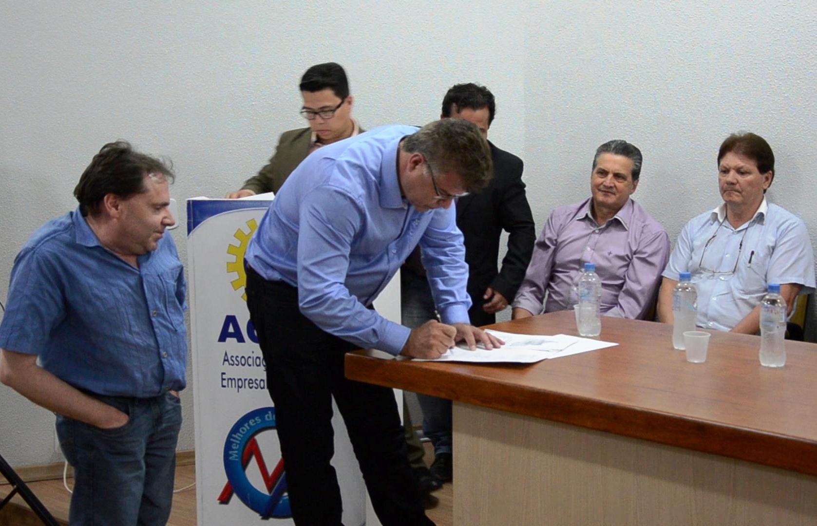 Prefeito Guimo assinou documento