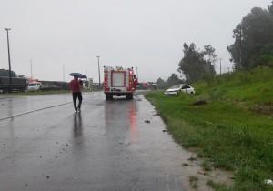 Motorista foi atendido pelo Corpo de Bombeiros. Foto: Evandro Artuzi/RBJ