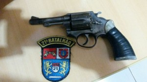 Revólver calibre 38 apreendido em Renascença. Foto: Polícia Militar