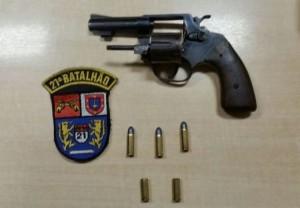 Revólver calibre 32 apreendido em Enéas Marques. Foto: Polícia Militar