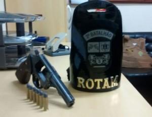 Revólver apreendido pela Rotam em São Jorge D' Oeste. Foto: Polícia Militar