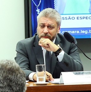 Laudivio Carvalho retirou do relatório a previsão de isenção tributária para a compra de armas e munições pelas Forças Armadas. Foto: Maria Salim