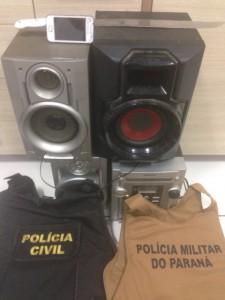Objetos roubados da vítima e recuperados pela polícia. Foto de divulgação