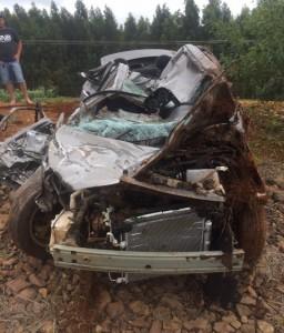 Carro ficou totalmente destruído. Foto: PRF