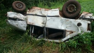 Veículo ficou totalmente destruído. Foto: Andriano Zenni
