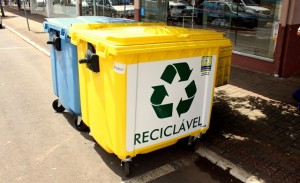 A Prefeitura está testando um novo modelo para coleta de lixo residencial na área central com a instalação de mais de 90 lixeiras contêineres. Foto de divulgação