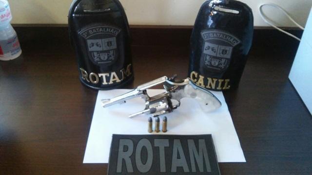 Revólver usado no homicídio em Pato Branco. Foto: Polícia MIlitar