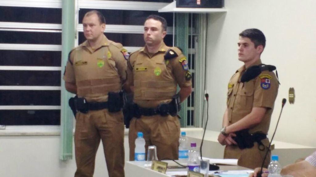 Soldado Valtuir Slobodian, Soldado Anderson Goldacker e Aspirante Haesbaert, Comandante do Pelotão de Chopinzinho. Foto: Polícia Militar.