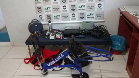 Objetos encontrados com os suspeitos. Foto: Polícia Civil