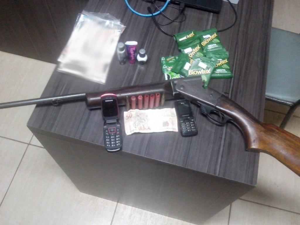 Produtos encontrados na casa do acusado.