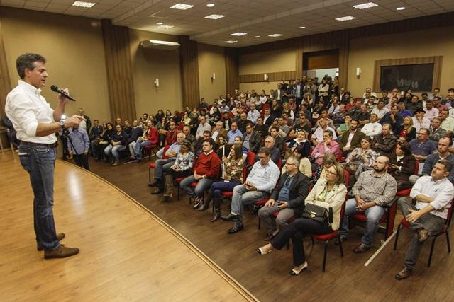 Beto Richa discursa no auditório da Amsop. Foto: Pedro Ribas/ANPr
