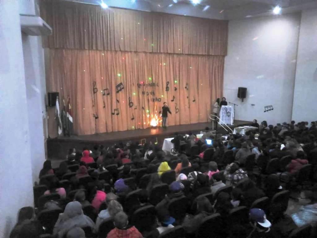 Todos os alunos do colégio acompanharam as apresentações. Foto: Edson Zuconelli.