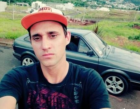 Gilvanei Demetreoo, 25 anos, era o condutor do carro e fraturou a perna esquerda. Foto: reprodução Facebook