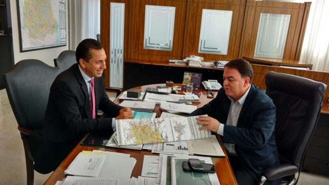 Reichembach (PSC) se reuniu com o diretor do Departamento de Estradas de Rodagem, Nelson Leal Junior. Foto de divulgação