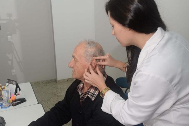 Domingos Lepreri, de 80 anos, morador em Ampére, foi o primeiro paciente a ser atendido pelo mutirão. Foto: Venilton Küchler