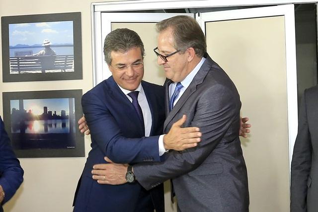 Antonio Carlos Bonetti foi recepcionado pelo governador Beto Richa. Foto: Arnaldo Alves / ANPr.