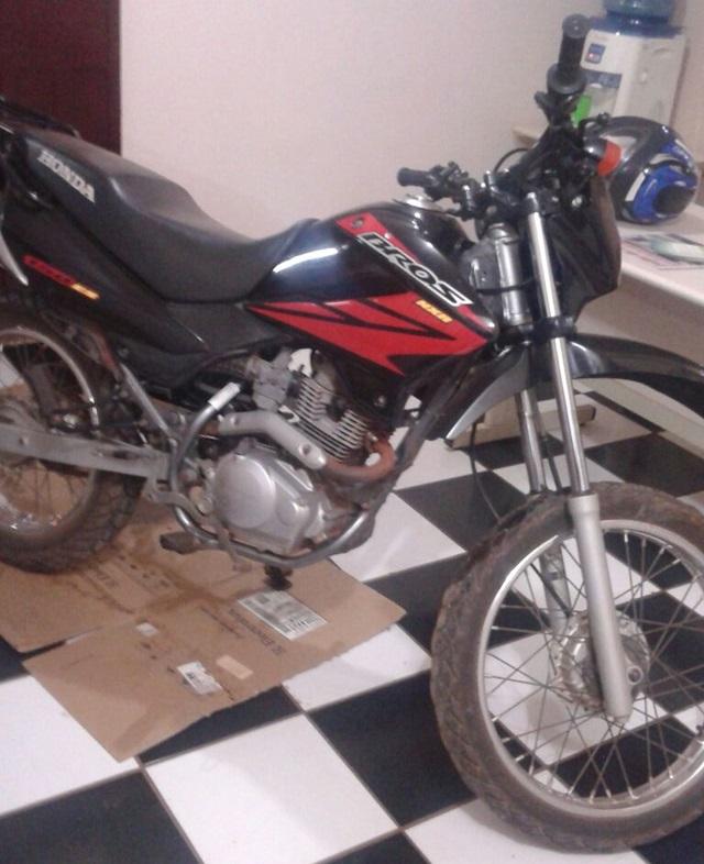 Moto recuperada em Boa Esperança do Iguaçu havia sido furtada em Nova Prata do Iguaçu. Foto: Polícia Militar