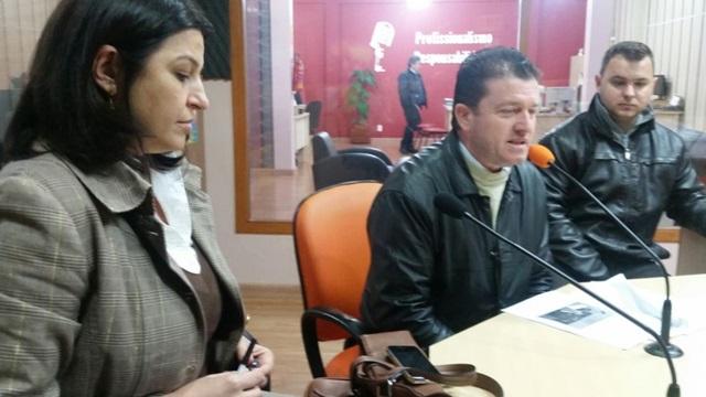 Jocelaine Pelizzer (diretora de autoescola) e Valdeci Priesler (Diretor Ciretran) explicaram como é a utilização do simulador em conjunto. Foto: Ademir Augusto