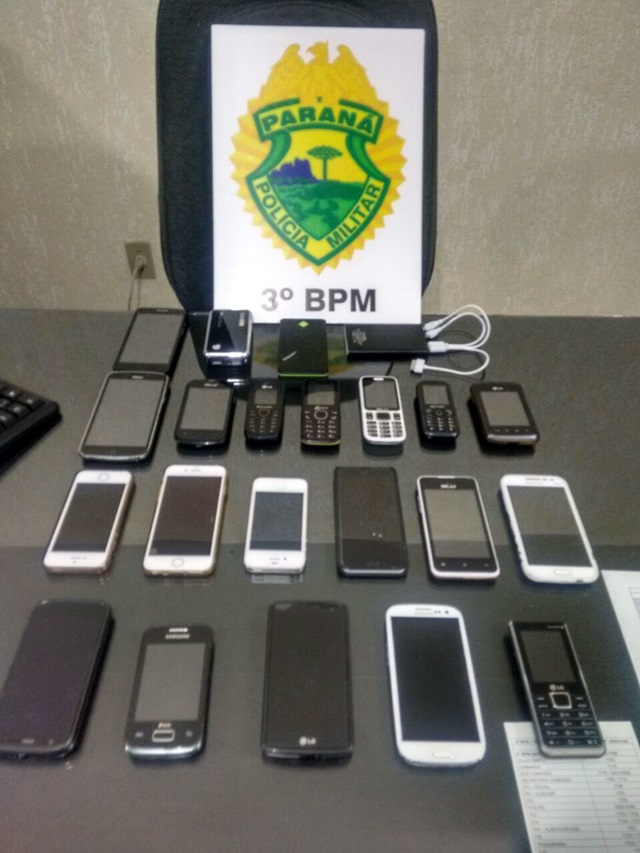 Foram recuperados 19 aparelhos celulares e alguns carregadores. Foto: Polícia Militar