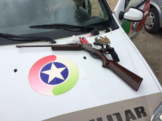 Armas encontradas pela polícia na casa da família. Foto: Douglas Rodrigo/Divulgação