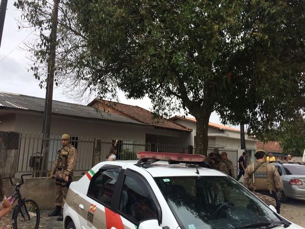 Polícia Militar isolou local onde ocorreu o crime. Foto: Cinthia Raasch/RBS TV