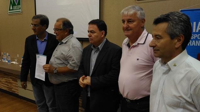 representantes de entidades da região entregaram um novo documento ao Governo do Estado, com sugestões de ajustes ao projeto. Foto: Evandro Artuzi/RBJ