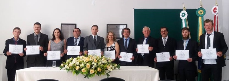 prefeito, vice e vereadores durante diplomação nesta quinta-feira (15). Foto de divulgação