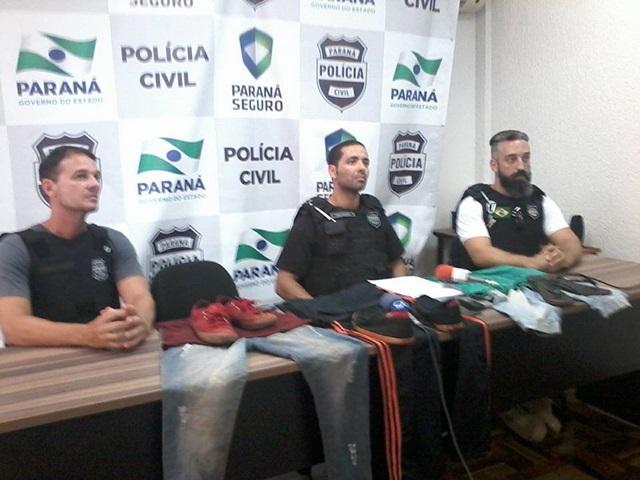 Acompanhado de um investigador e um escrivão, delegado Breno Machado de Paula (centro) revelou como a polícia elucidou o crime. Foto: Sebastião Maciel