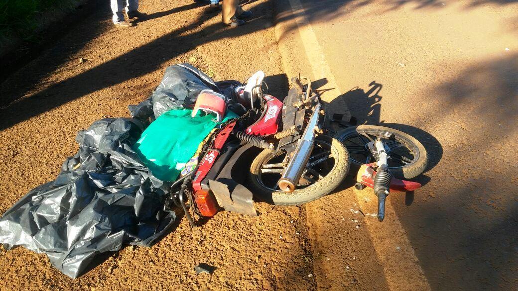 Roda dianteira da moto se desprendeu por conta da violência da batida. Foto: Divulgação WhatsApp