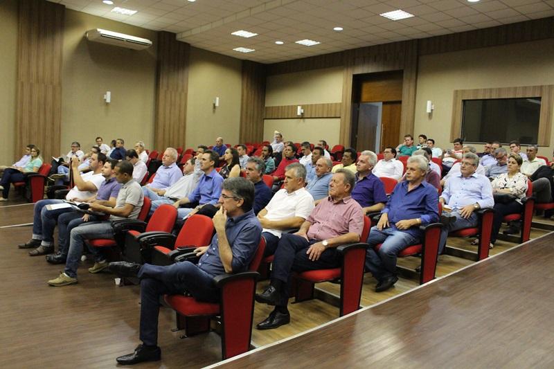 Maioria dos prefeitos esteve presente ou enviaram representantes. Foto de divulgação