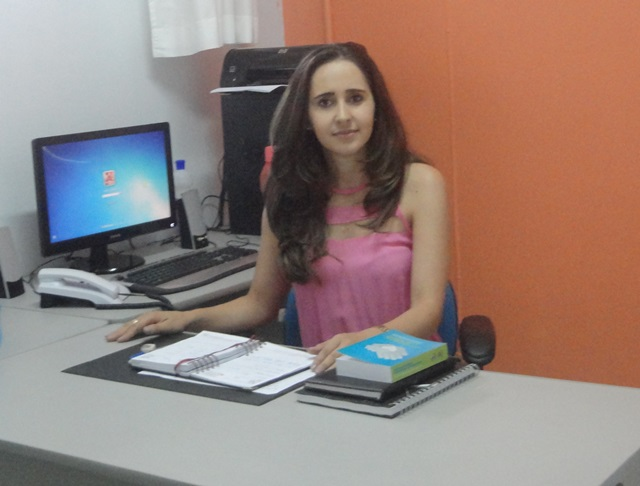 Claudia Tonello, diretora da escola. Foto de divulgação