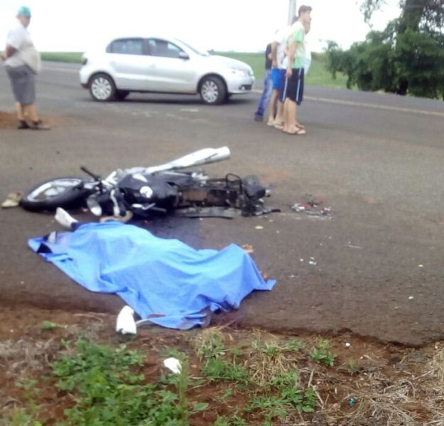 Acidente aconteceu no trevo de acesso à uma cooperativa. Foto: Leodir Pereira/Rádio Pérola