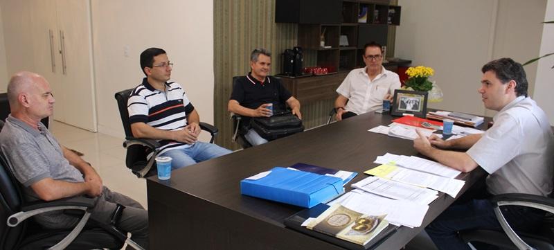 Encontro aconteceu no gabinete do prefeito Cleber Fontana. Foto de divulgação
