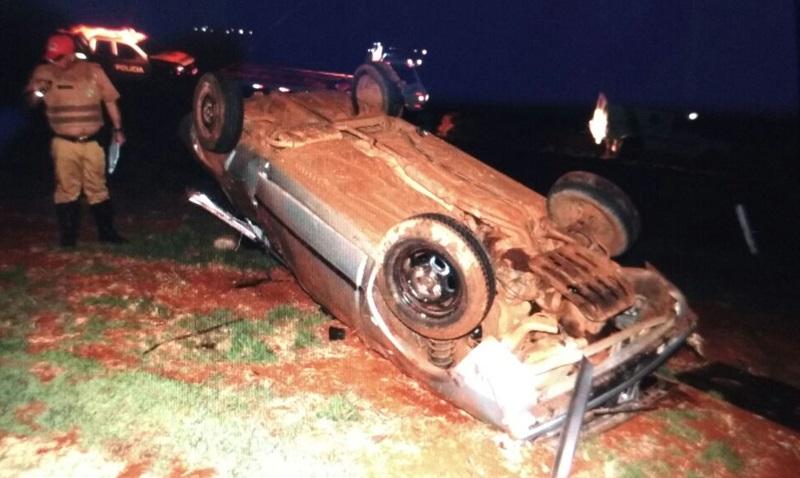 Carro ficou bastante danificado. Foto: Reprodução WhatsApp