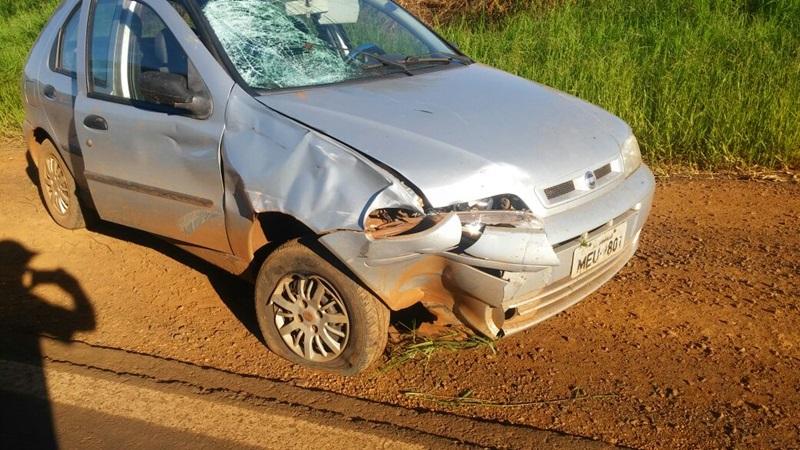 Vítima acertou o para-brisa no carro. Foto: Divulgação WhatsApp