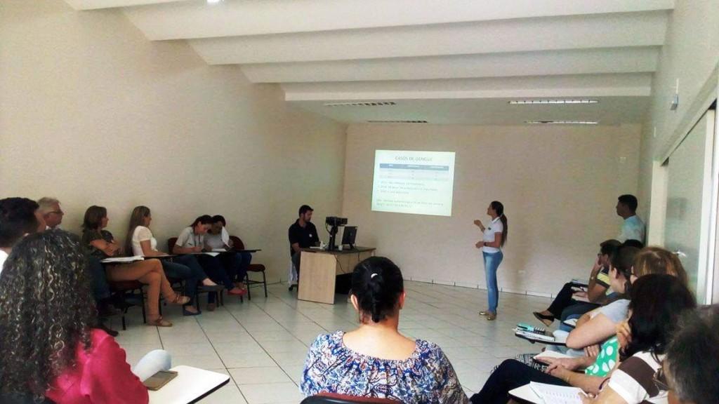 Durante a reunião foram apresentados os dados levantados pela Secretaria de Saúde sobre a dengue do município. Foto: Edson Zuconelli.