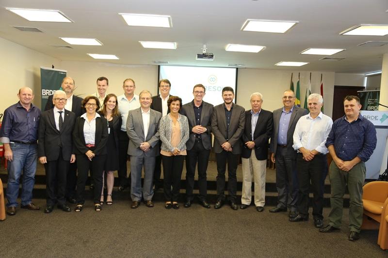 Presidente da Cresol Confederação, Cledir Magri, acompanhado dos diretores das Centrais e comitiva do BNDES. Foto de divulgação